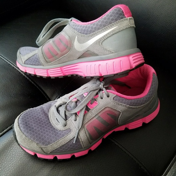 Nike Size 5 Y Grey Pink Sneakers Dual Fusion St2